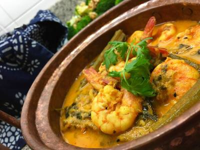 curried shrimp with spicy tomato and yogurt sauce recipe